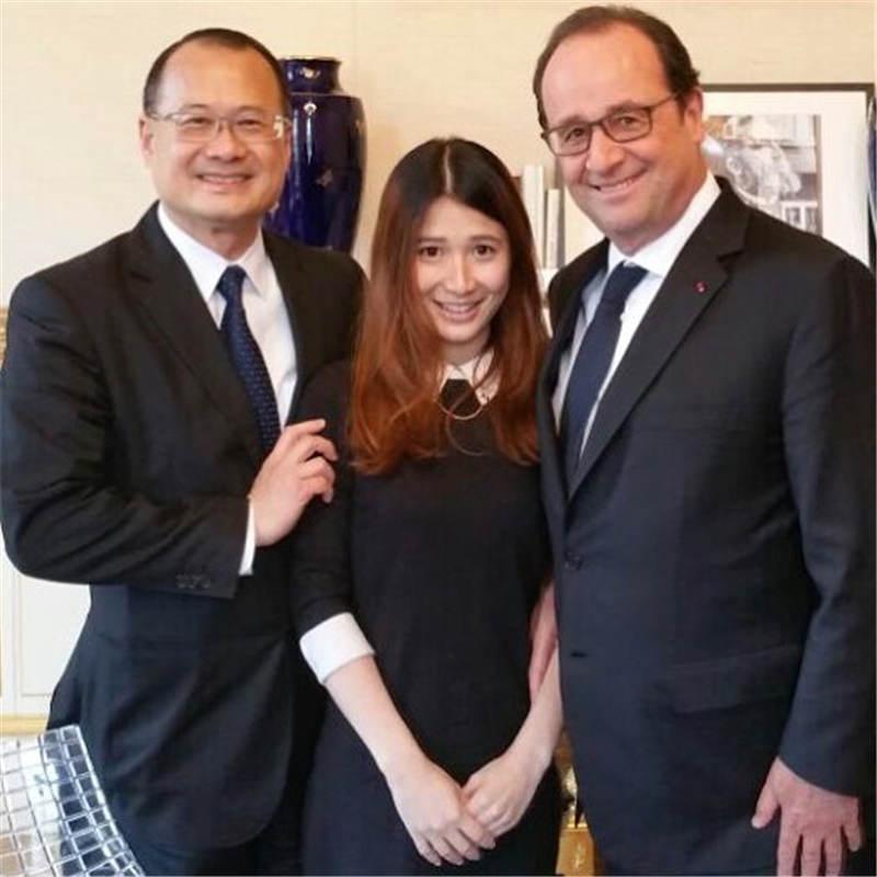蔡頌思同爸爸一起會見2016法國總統奧朗德。